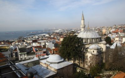 Вид на Босфор із району Султанахмет (із тераси готелю «Чорна перлина»)