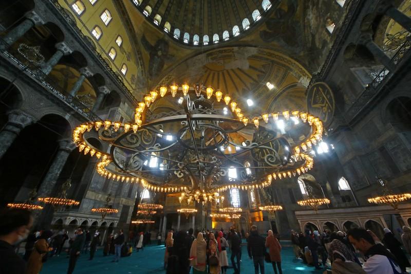 У Айя-Софії нині знову мечеть