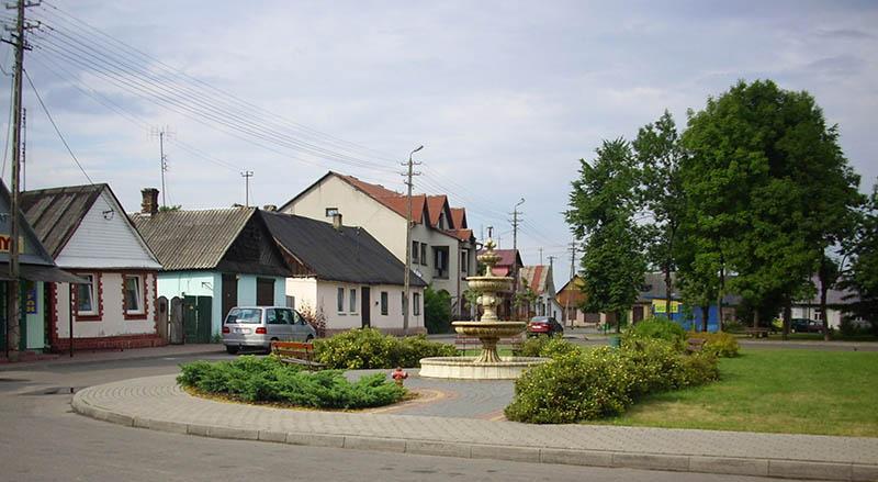 Центр села Піщаць у Польщі. Фото 2010 року з Вікіпедії