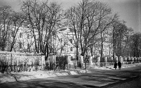 Міська лікарня в середині XX ст. Фото із сайту НІАЗ «Кам'янець»