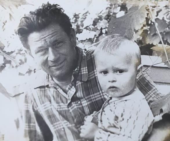 Рафаїл Зажицький з онуком